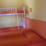 Appartamento Giallo: Camera con letto matrimoniale o due singoli + letto a castello